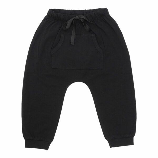 Black baggy pants front | Sorte baggy bukser med lommer til drenge